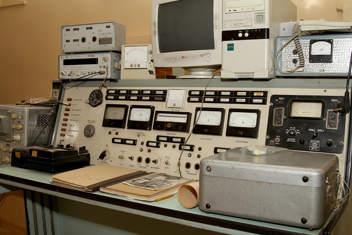 пульт электронного ускорителя РТЭ-1В