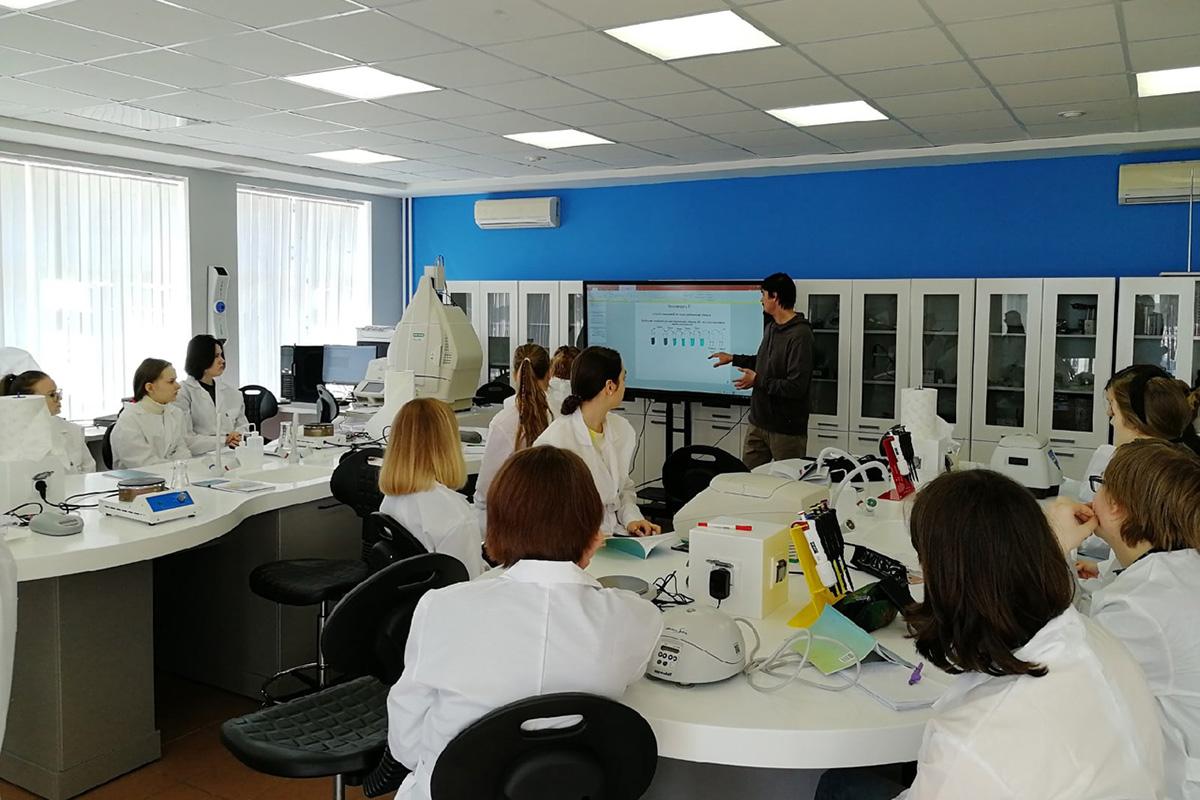 ИБСиБ подарил возможность талантливым школьникам почувствовать себя учеными-исследователями